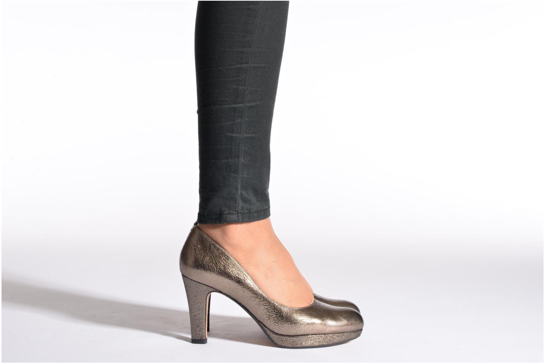 High heels Clarks Crisp Kendra Beige view from underneath / model view