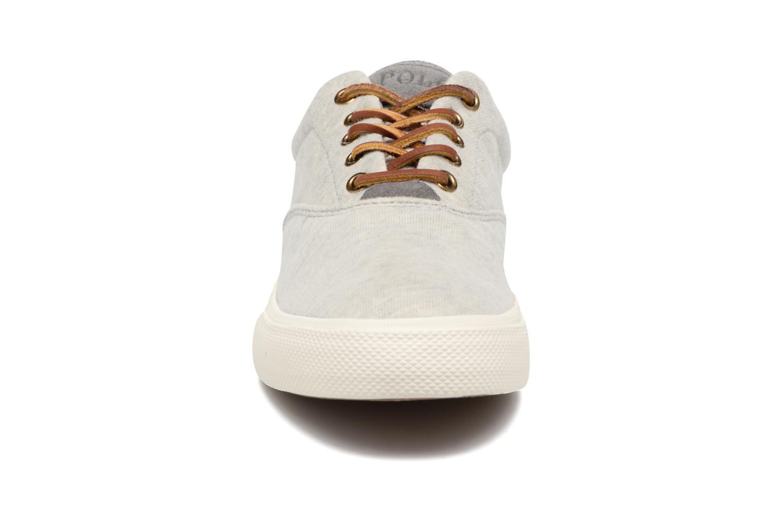 Baskets Polo Ralph Lauren Vaughn-Ne Gris vue portées chaussures