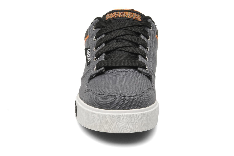 Baskets Skechers Vert II Kick Flipz Gris vue portées chaussures