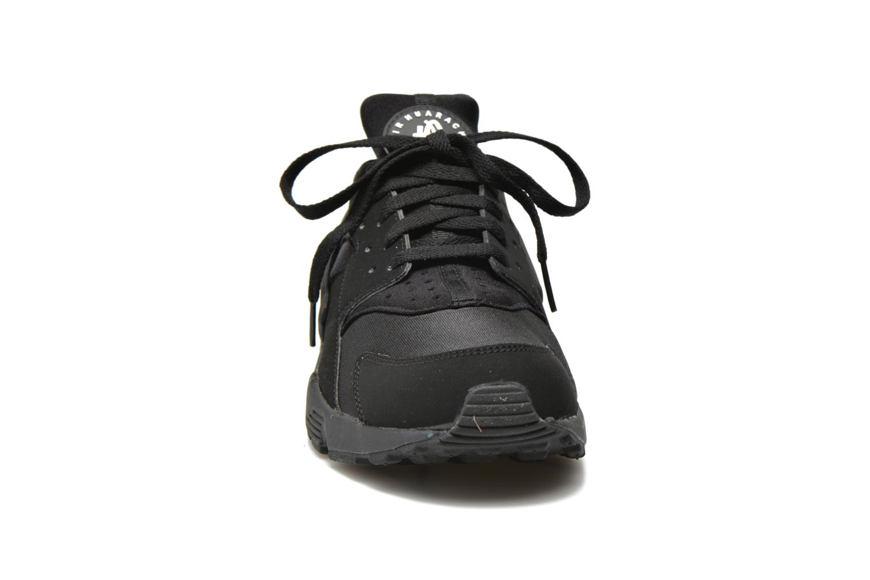 Sneakers Nike Nike Air Huarache Nero modello indossato