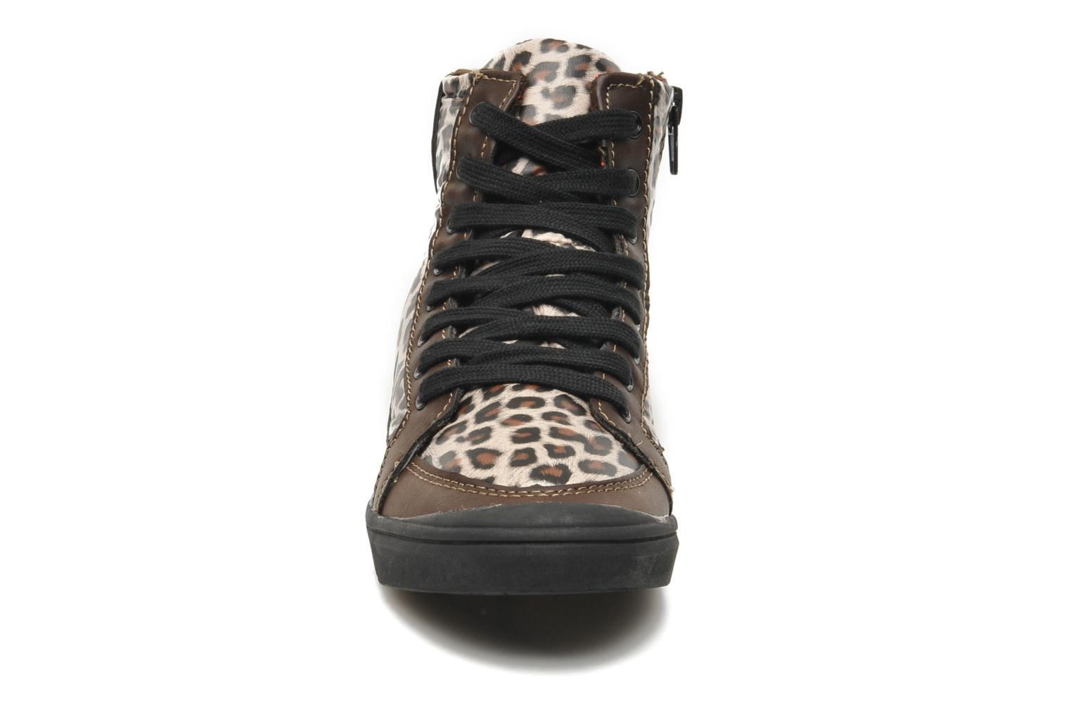 Sneakers Little Marcel PRALINE J Marrone modello indossato