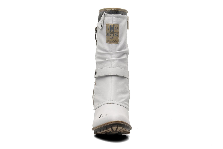 Bottines et boots Mustang shoes Lazlo Blanc vue portées chaussures