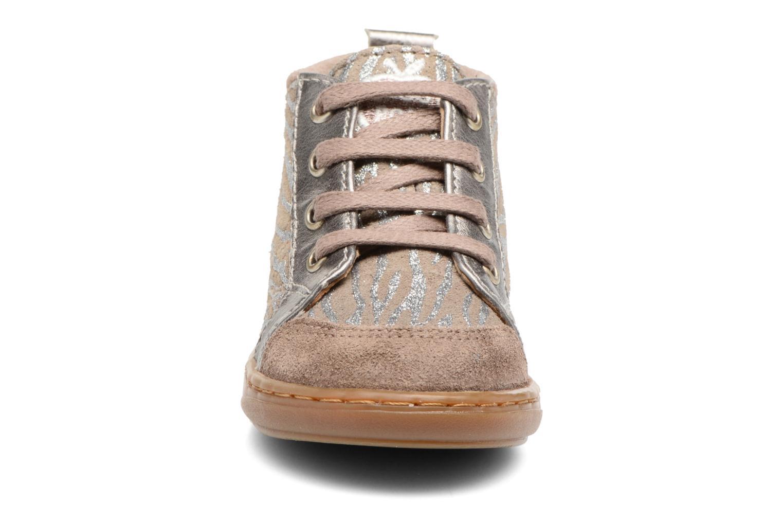 Boots Shoo Pom Bouba Bump Beige bild av skorna på