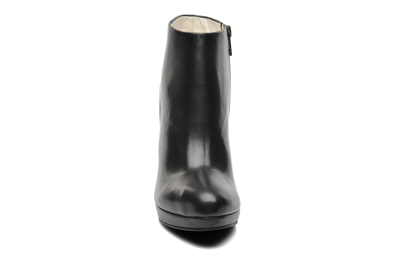 Bottines et boots Buffalo Lafille Noir vue portées chaussures