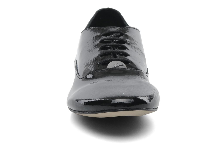 Snörade skor Jonak Makadam Svart bild av skorna på
