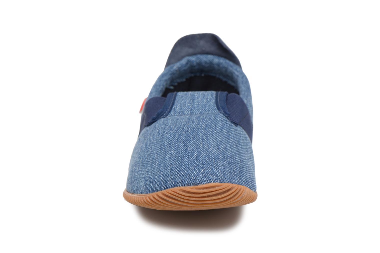 Pantofole Giesswein Söll Slim Fit Azzurro modello indossato