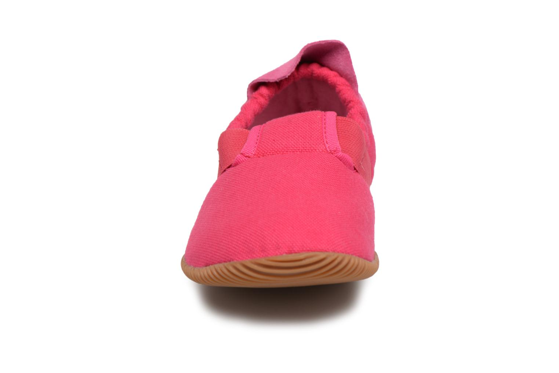 Pantofole Giesswein Söll Slim Fit Rosa modello indossato