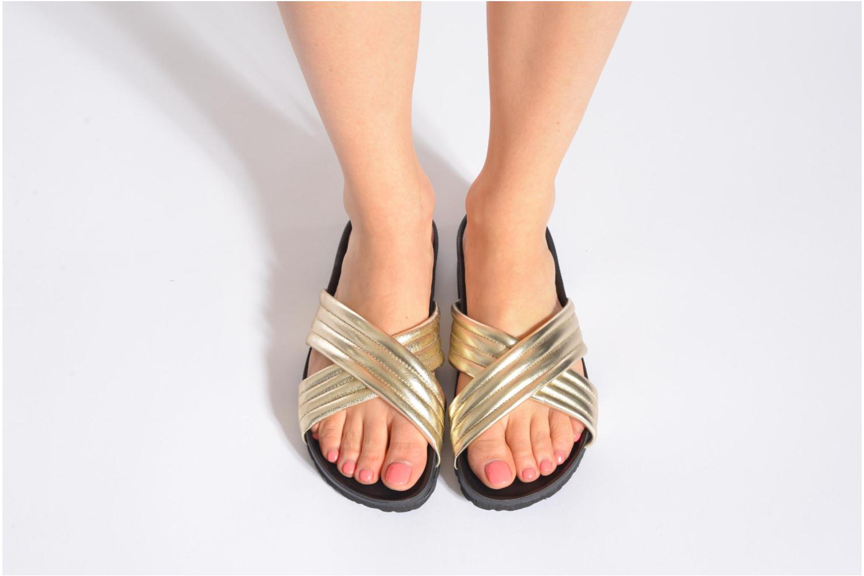 Clogs & Pantoletten Pieces Tahi leather gold/bronze ansicht von unten / tasche getragen