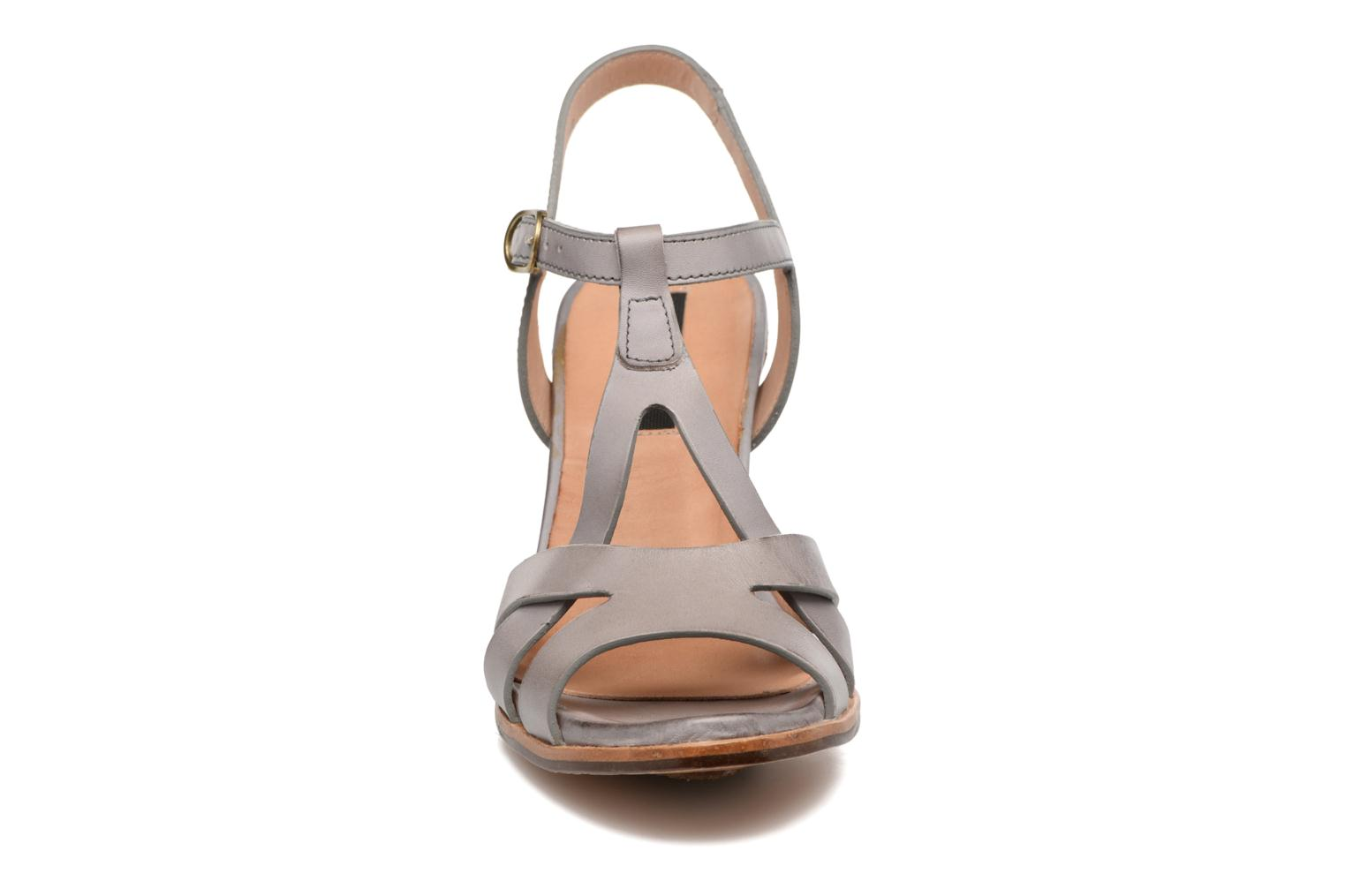 Sandals Neosens Gloria 193 Grey model view