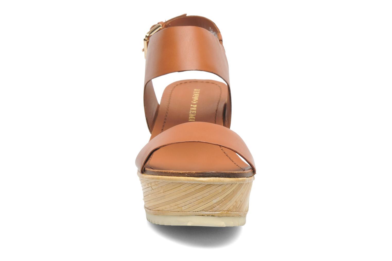 Sandales et nu-pieds Bruno Premi Basak Marron vue portées chaussures