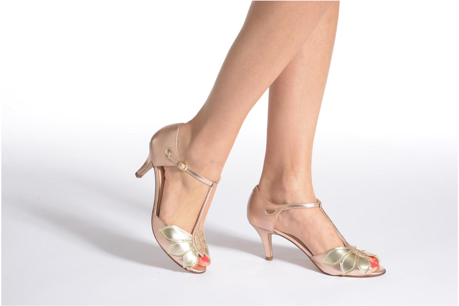 High heels Anna Volodia Mama Bronze and Gold view from underneath / model view