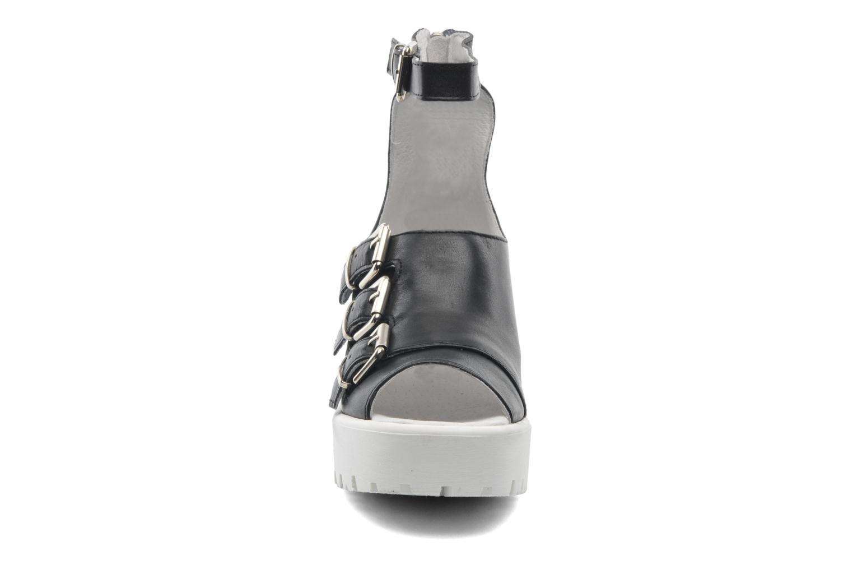 Sandalen Swear Olga 1 schwarz schuhe getragen