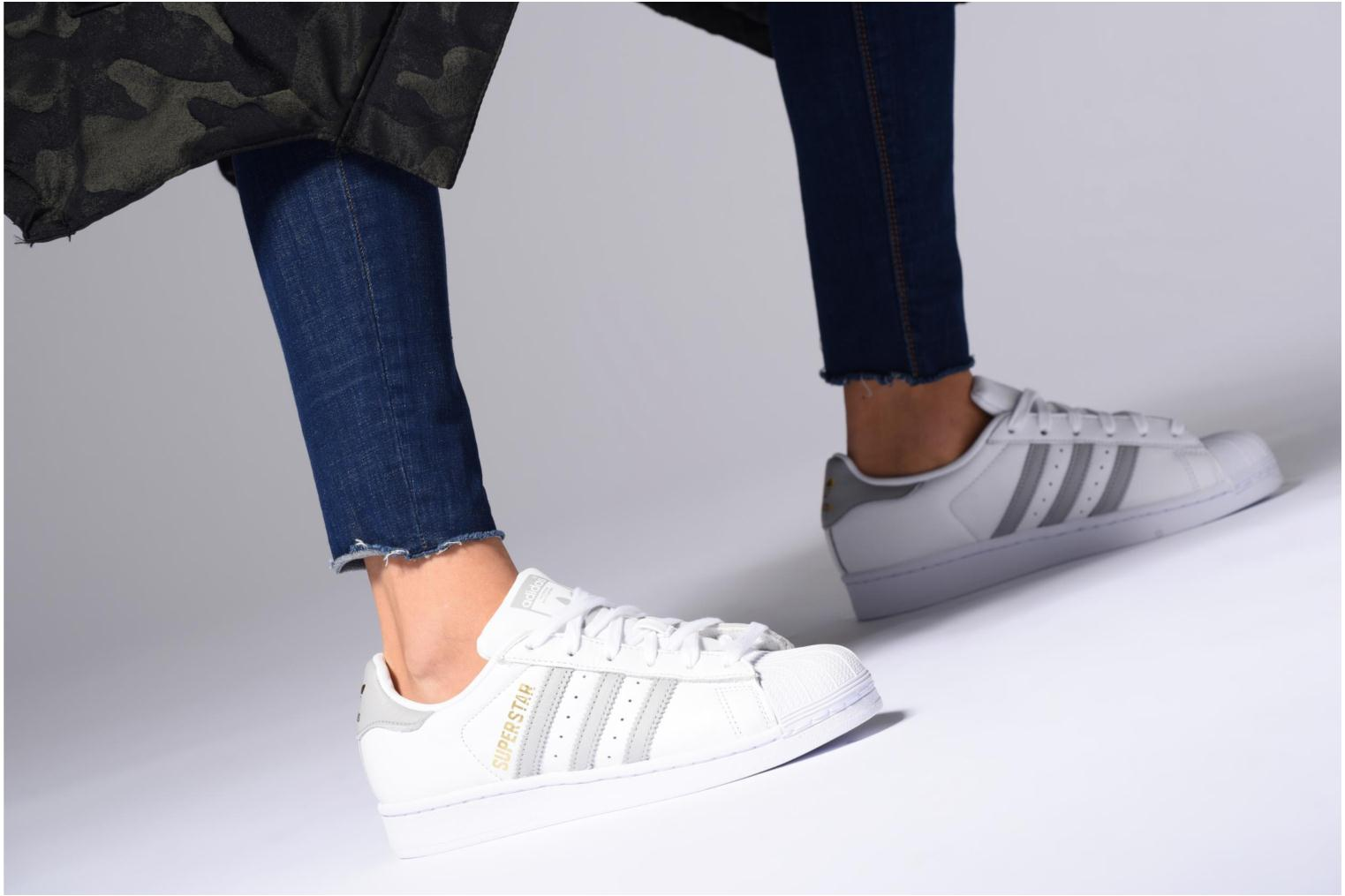 Trainers Adidas Originals Superstar W Bronze and Gold view from underneath / model view
