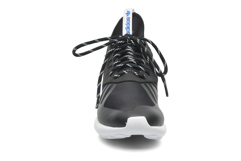 Sneakers Adidas Originals Tubular Runner Nero modello indossato