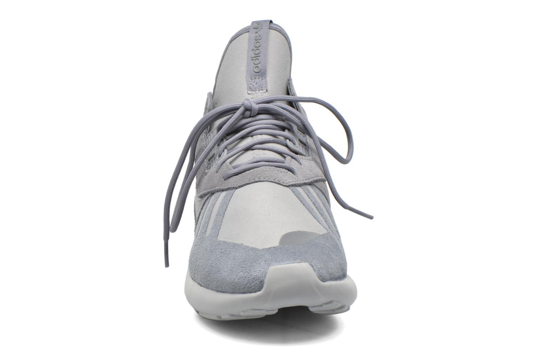 Baskets Adidas Originals Tubular Runner Gris vue portées chaussures