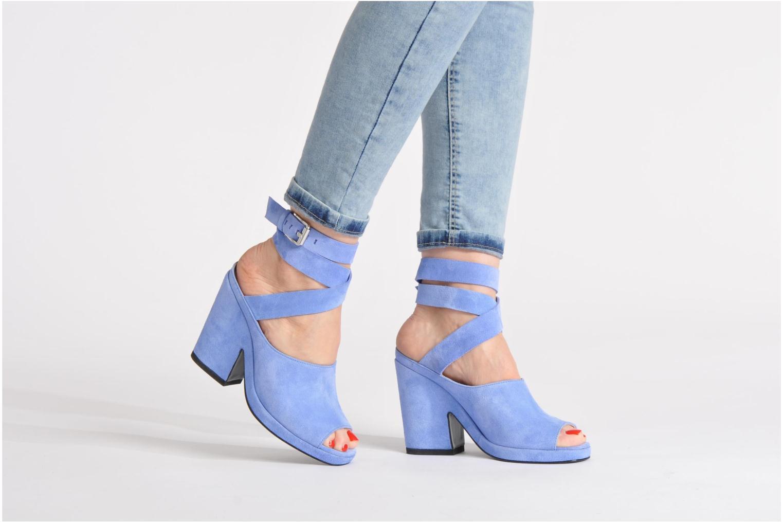 Sandalen Opening Ceremony Emi platform sandal blau ansicht von unten / tasche getragen