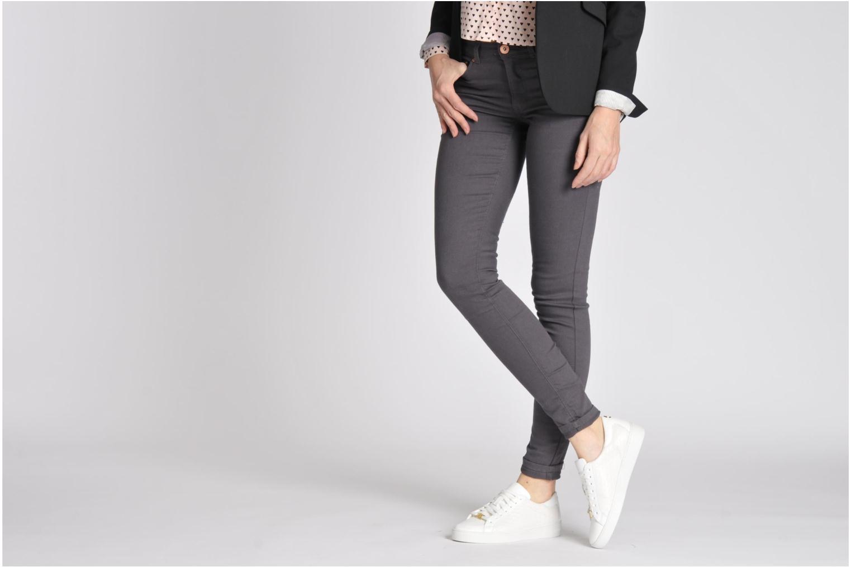 Sneaker Michael Michael Kors Colby Sneaker weiß ansicht von unten / tasche getragen
