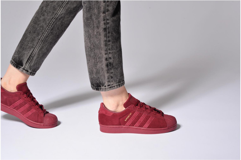 Sneaker Adidas Originals SUPERSTAR J weiß ansicht von unten / tasche getragen
