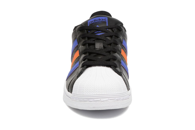 Baskets Adidas Originals SUPERSTAR J Noir vue portées chaussures