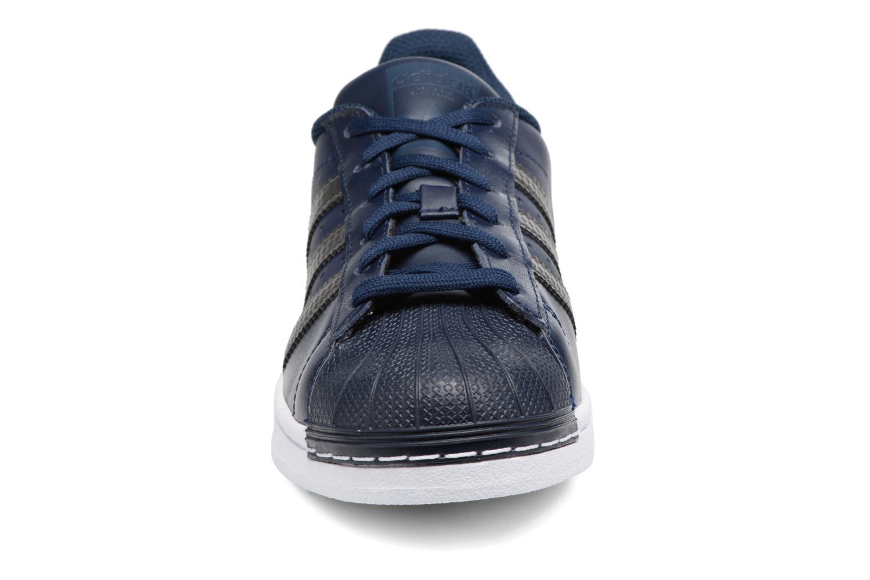 Trainers Adidas Originals SUPERSTAR J Blue model view