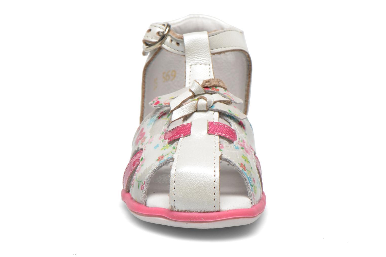 Sandalen Babybotte TIBELUL weiß schuhe getragen