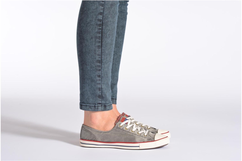 Sneaker Converse CTAS Fancy Supernova Wash Ox W orange ansicht von unten / tasche getragen