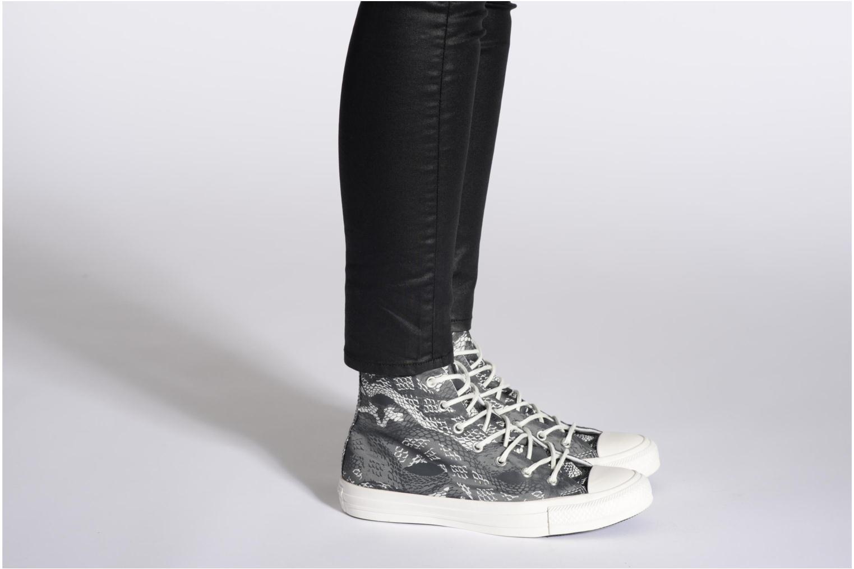 Sneaker Converse Chuck Taylor Reptile Print Hi W schwarz ansicht von unten / tasche getragen