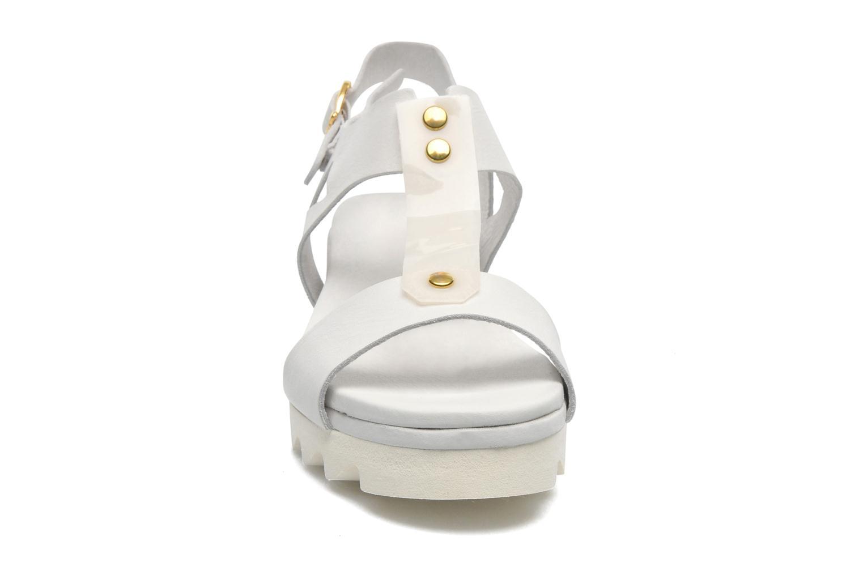Sandales et nu-pieds Dolfie Mika Blanc vue portées chaussures