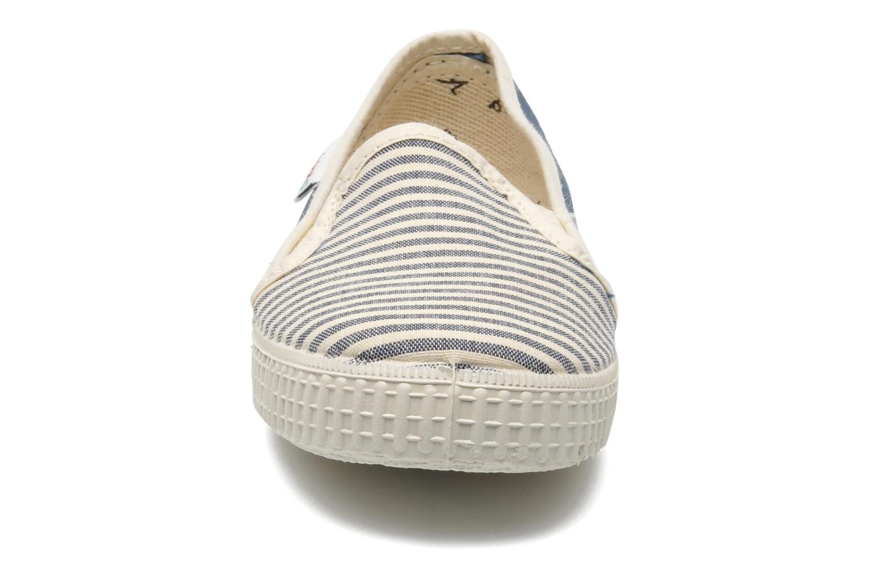 Sneakers Victoria Slip On Rayas Lona Azzurro modello indossato