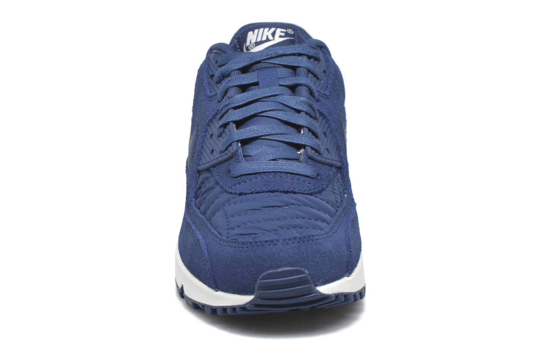 Baskets Nike Wmns Air Max 90 Prem Bleu vue portées chaussures