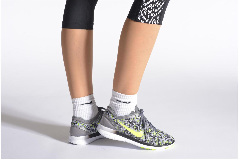 Chaussures de sport Nike Wmns Nike Free 5.0 Tr Fit 5 Prt Gris vue bas / vue portée sac