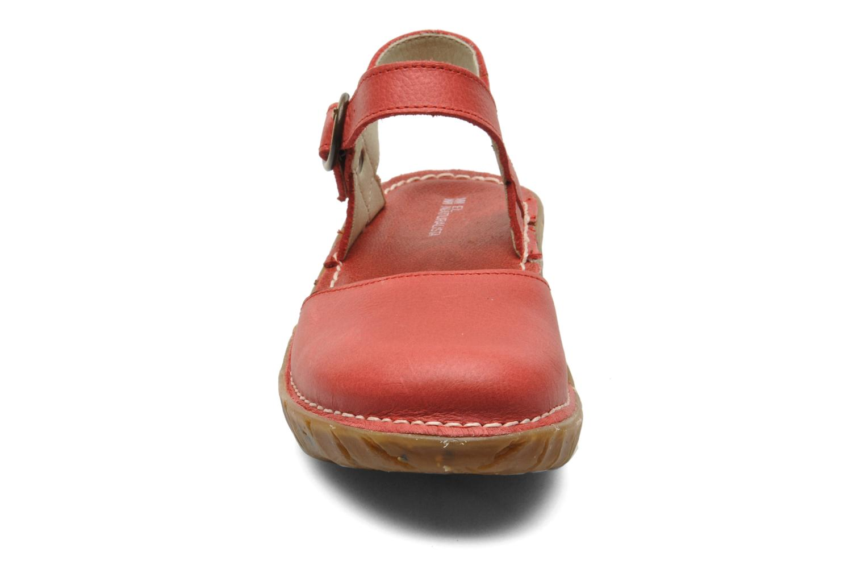 Sandali e scarpe aperte El Naturalista Yggdrasil N178 Rosso modello indossato