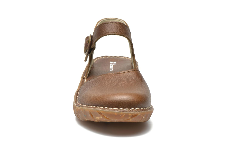 Sandales et nu-pieds El Naturalista Yggdrasil N178 Marron vue portées chaussures