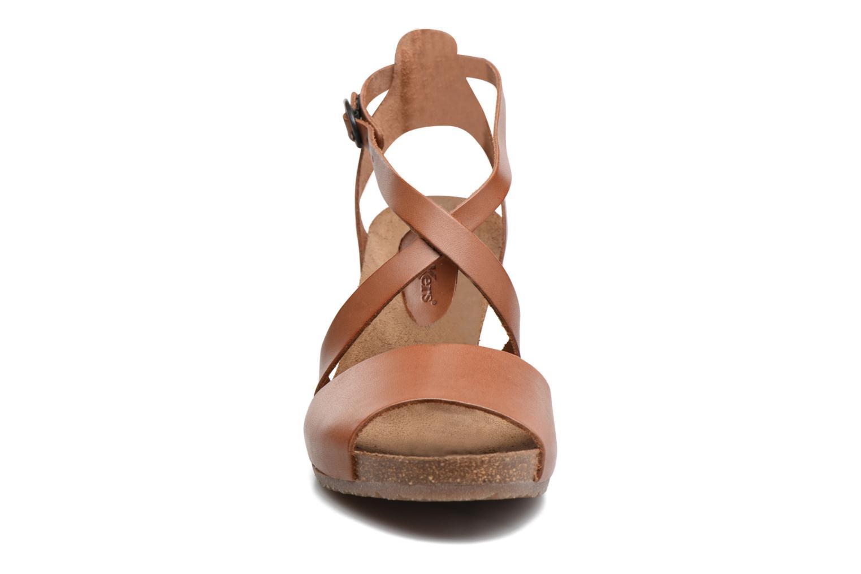 Sandales et nu-pieds Kickers Spagnol Marron vue portées chaussures