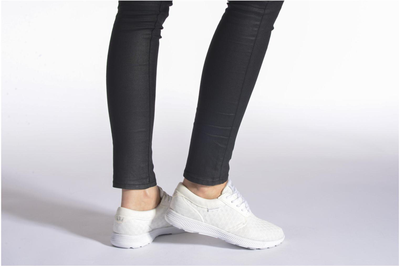 Sneaker Supra Hammer run W schwarz ansicht von unten / tasche getragen