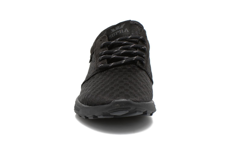 Sneakers Supra Hammer run W Nero modello indossato