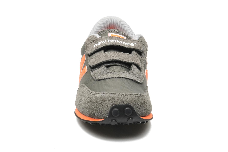 Baskets New Balance KE410YOY Gris vue portées chaussures