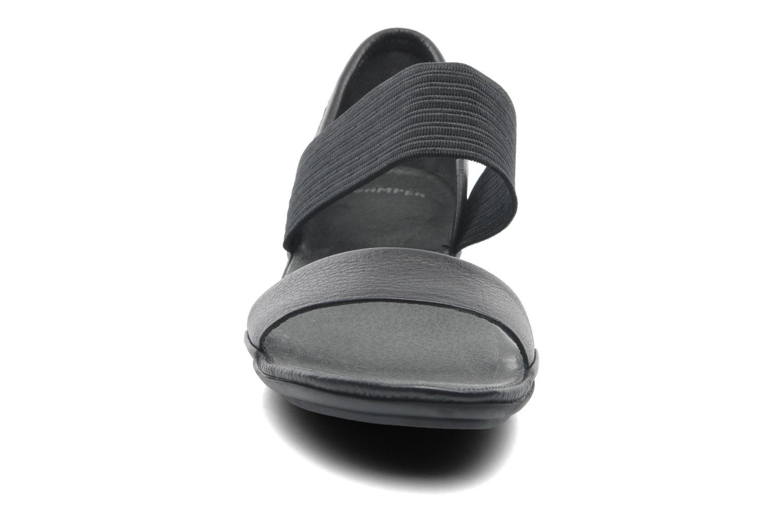 Sandales et nu-pieds Camper Right Nina 21735 Noir vue portées chaussures