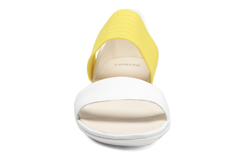 Sandales et nu-pieds Camper Right Nina 21735 Blanc vue portées chaussures