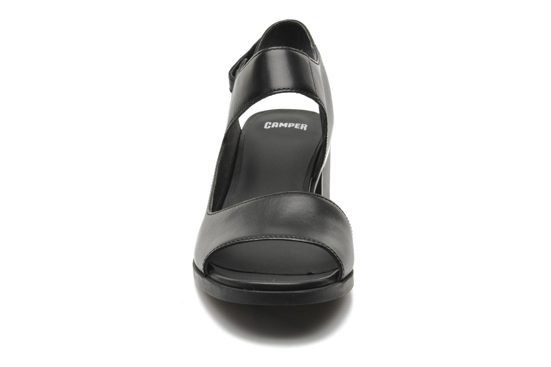 Sandales et nu-pieds Camper Maude 22527 Noir vue portées chaussures
