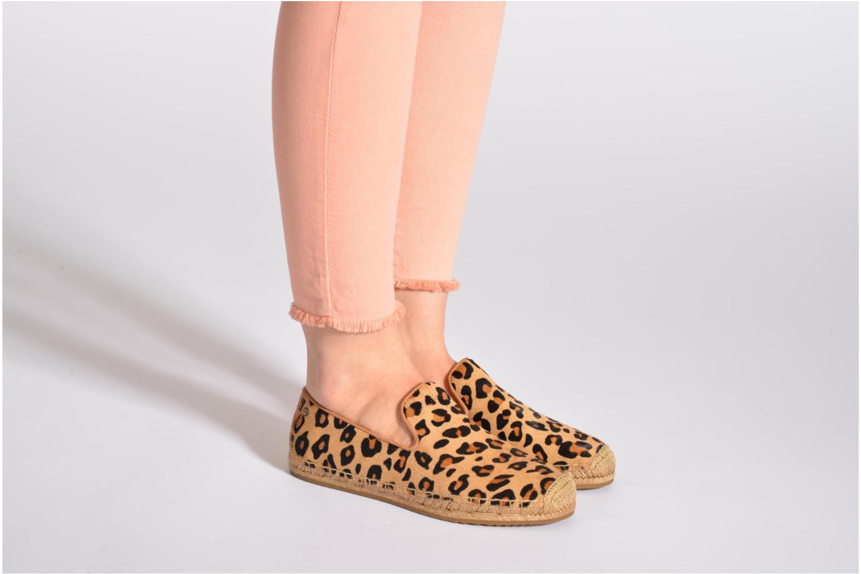 Espadrilles UGG Sandrinne Calf Hair Leopard braun ansicht von unten / tasche getragen