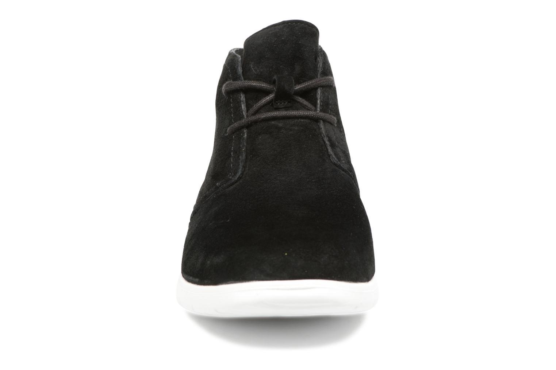 Chaussures à lacets UGG Freamon Noir vue portées chaussures