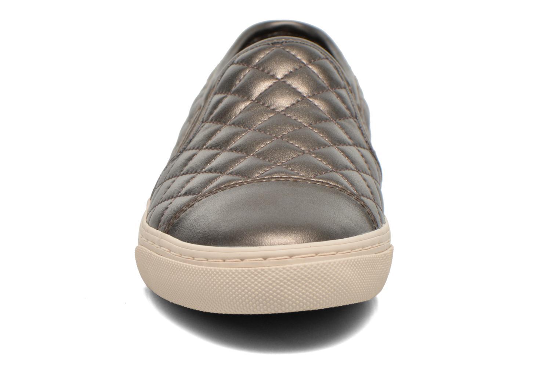 Baskets Geox D NEW CLUB C D5258C Argent vue portées chaussures