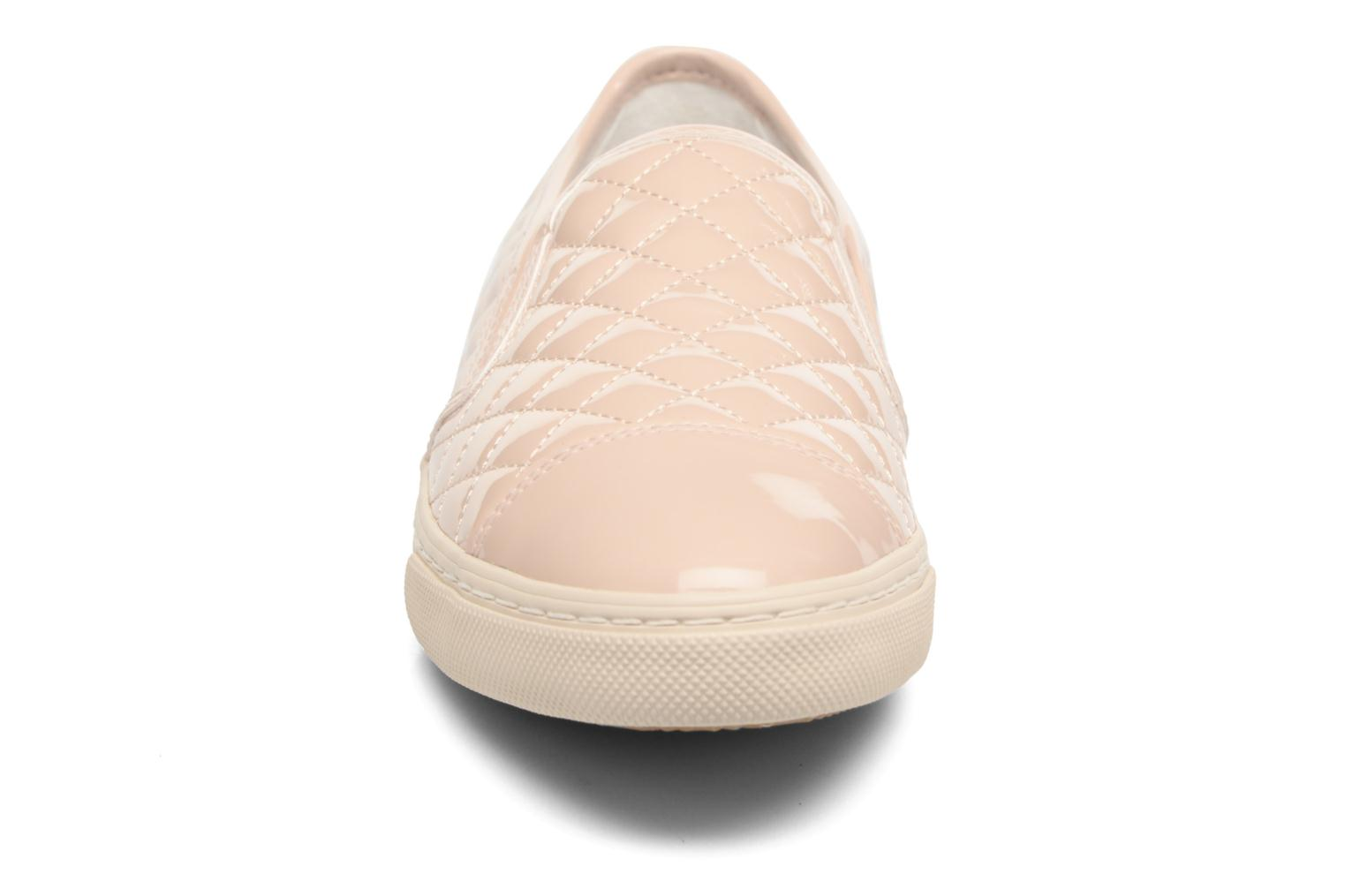 Sneakers Geox D NEW CLUB C D5258C Beige modello indossato
