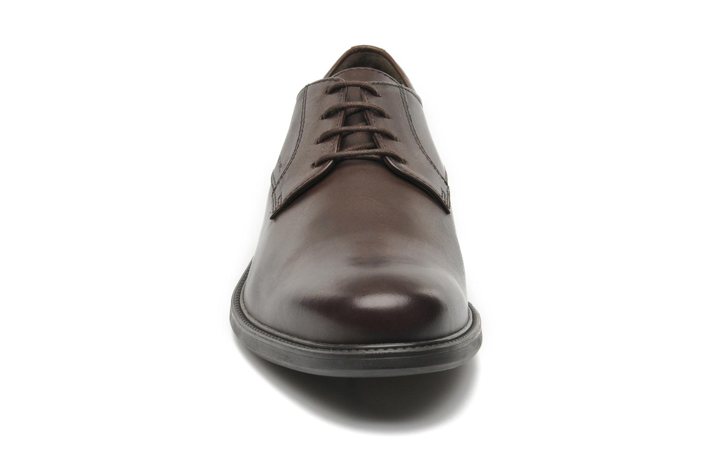 Chaussures à lacets Geox U CARNABY D U52W1D Marron vue portées chaussures