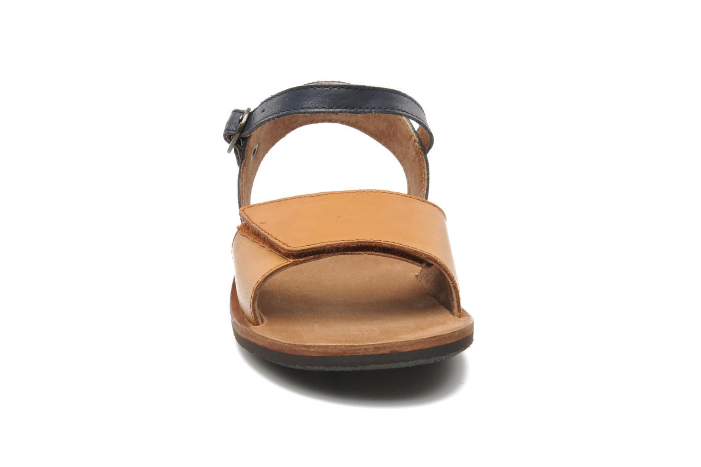 Sandaler Kickers SPARTINY Beige se skoene på