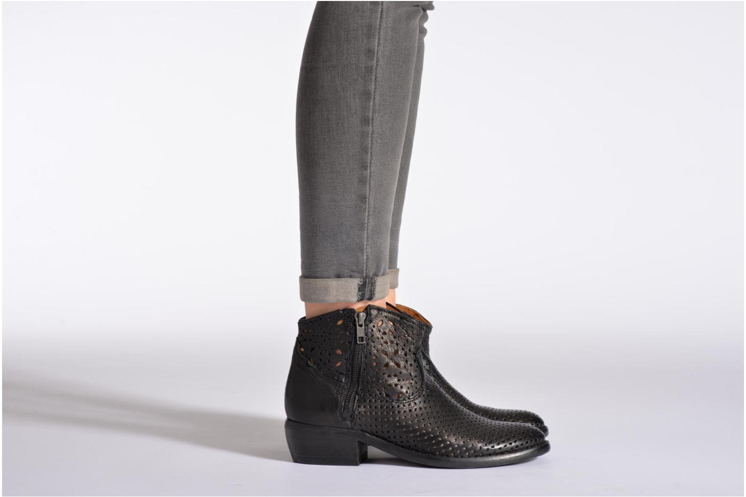 MEGAN ZIP BOOT PERF. LEATHER White leather perf
