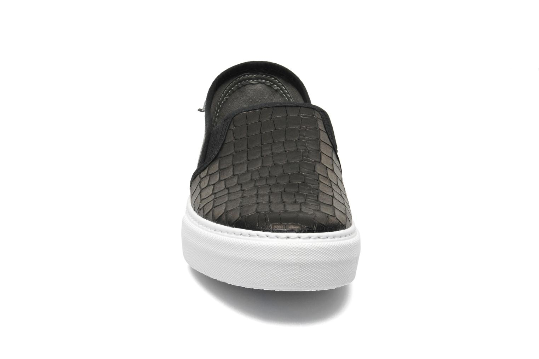 Sneakers Victoria Slip-on Grabada Nero modello indossato