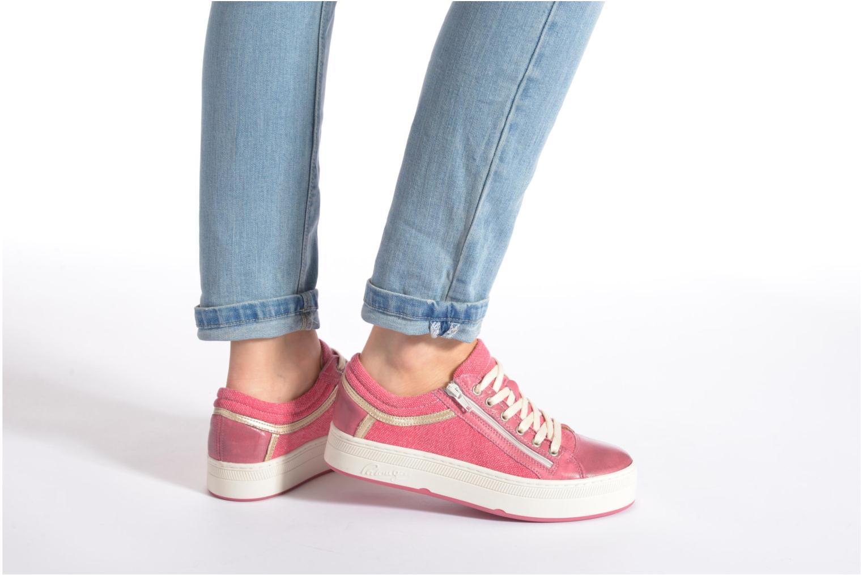 Sneaker Pataugas Pix rosa ansicht von unten / tasche getragen