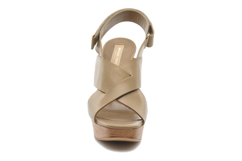 Sandales et nu-pieds Michael Michael Kors Mayana Beige vue portées chaussures